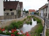 In Zeil am Main wurden beim Ausbau des örtlichen Bachlaufs Hochwasserschutz, Städtebau und Ökologie kombiniert